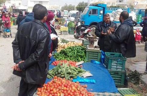 على خلفية قرار بلدي بتغيير مكان انتصابهم : تُجّار سوق الخميس بهيبون يحتجّون