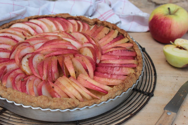 Cuillère et saladier : Tarte aux pommes pâte levée au vin blanc (vegan)
