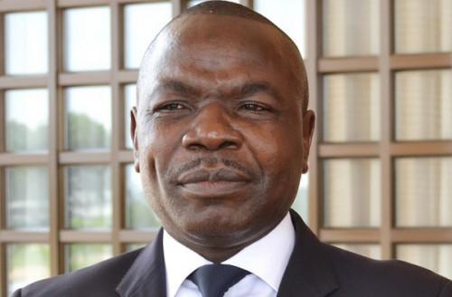 Le patron de Vision 4 Amougou Belinga interdit de sortir du pays !