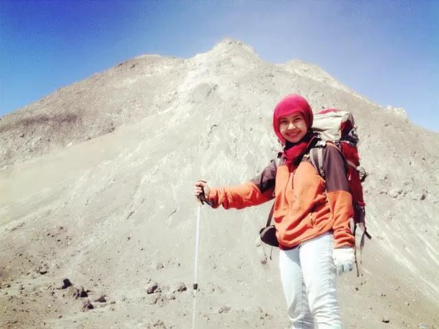 Kerinduan Seorang Pendaki Cantik