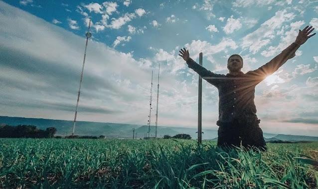 """""""A oração é o pilar que vai sustentar sua vida em tempos difíceis"""", diz pastor"""