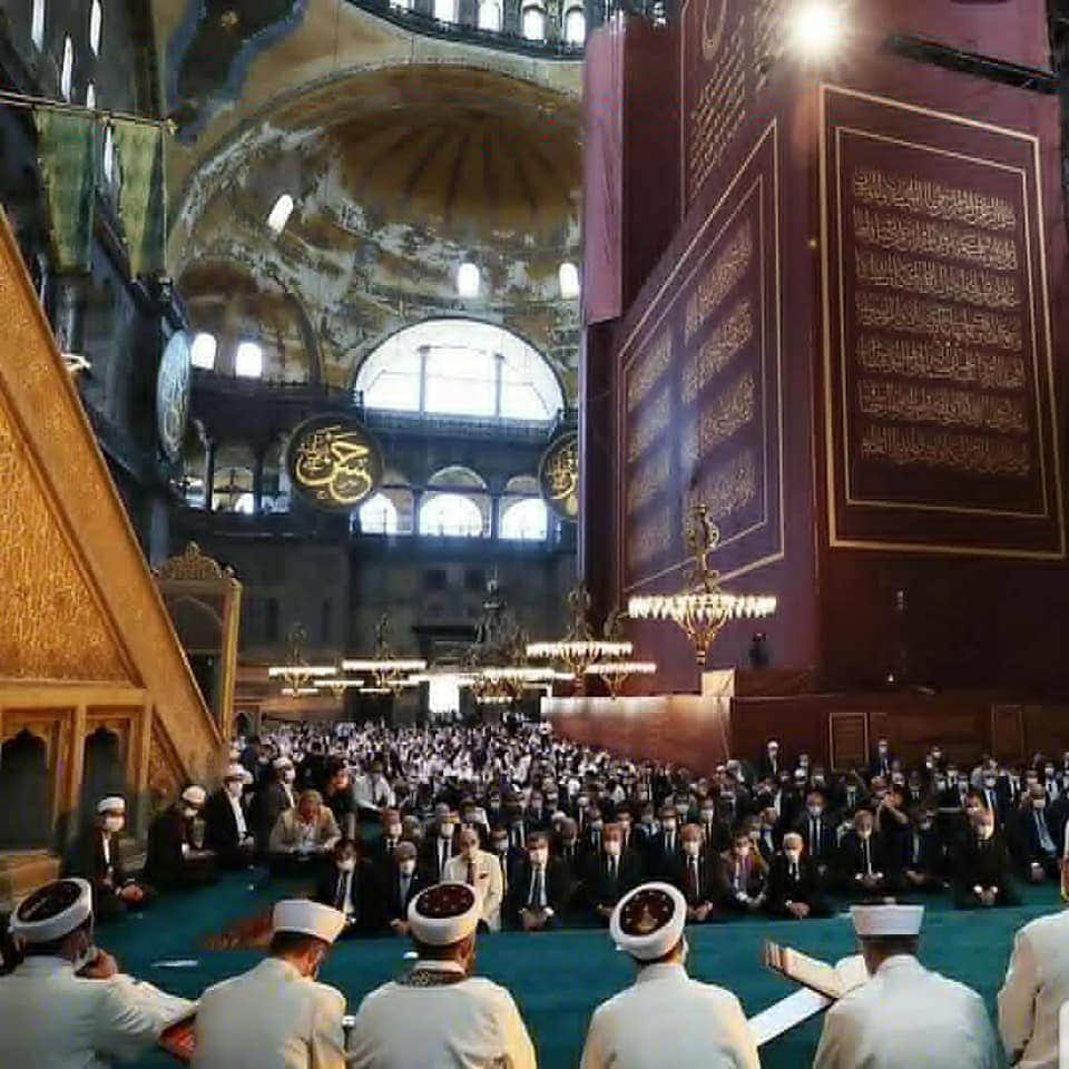 Setelah 86 tahun lamanya menanti pasca tersandera sebagai museum, hari Jumat 24 Juli 2020 ini, seluruh dunia akhirnya menyaksikan padatnya jamaah hadir untuk sholat jumat
