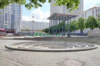 Paris : Fontaine labyrinthe de Marta Pan - Place des Fêtes - XIXème