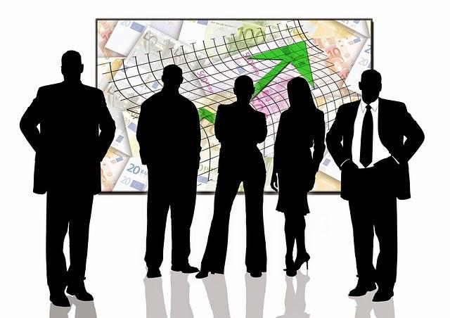 emprendedores al frente de cuadro