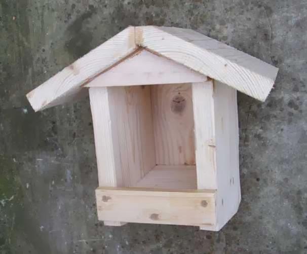 plan maison oiseaux en bois. Black Bedroom Furniture Sets. Home Design Ideas