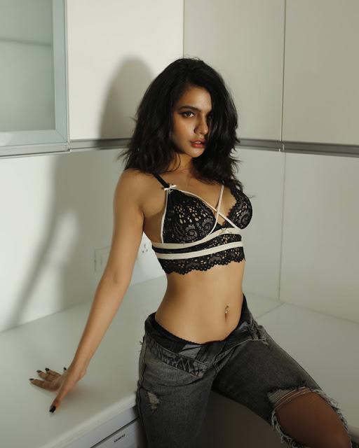 Bollywood Actress Ruhi Singh Latest Hot Photo Shoot Pics actressbuzz.com