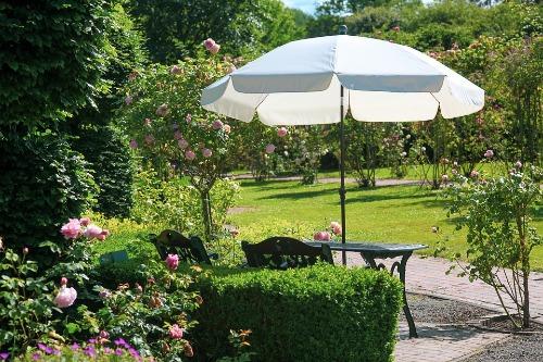 Beste stokparasol, parasol met voet, staande parasol