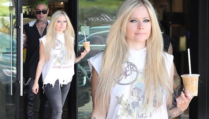 Avril Lavigne combina vaqueros con camiseta rasgada para una cena en Malibú