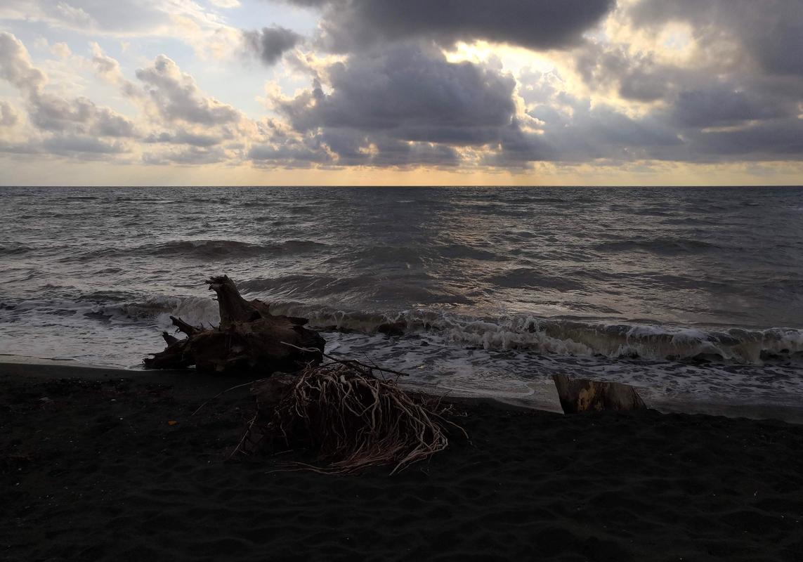 Черные пески в Уреки