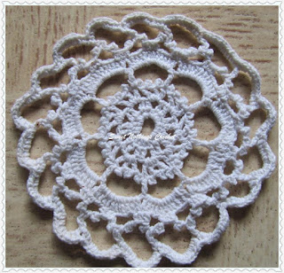 free crochet pattern for mini doily, free crochet pattern for table coaster