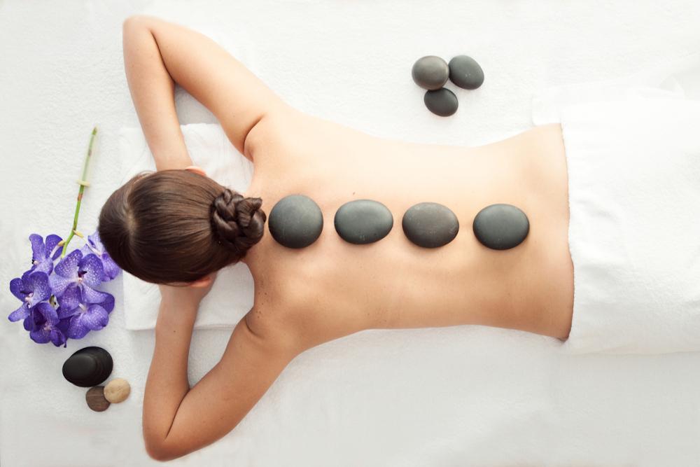 Inilah Manfaat Pijat Batu Panas (Hot Stone) Untuk Kesehatan Tubuh