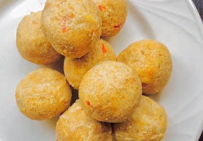 Yadda Ake Yin 'Yam Balls' A Saukake