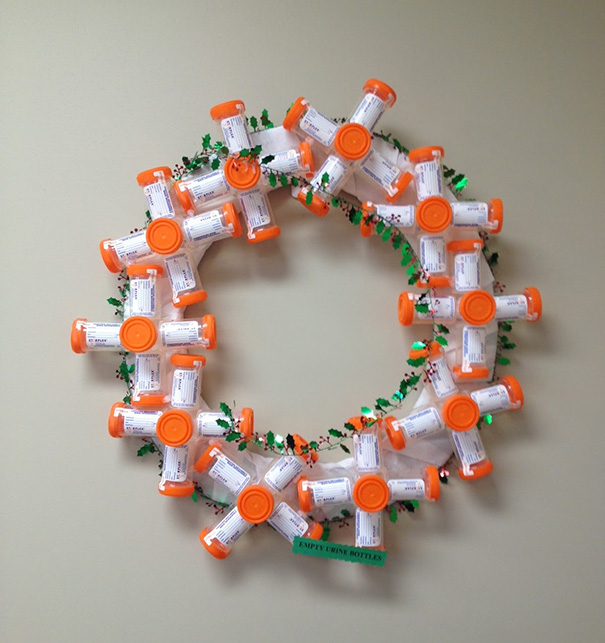 Creative Ideas For Christmas Decorations By A Hospital's Medical Staff - Wreath Made Of Pee Jars