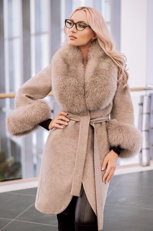 Palton elegant femei bej din lana de alpaca cu guler din blana naturala de vulpe cu par lung