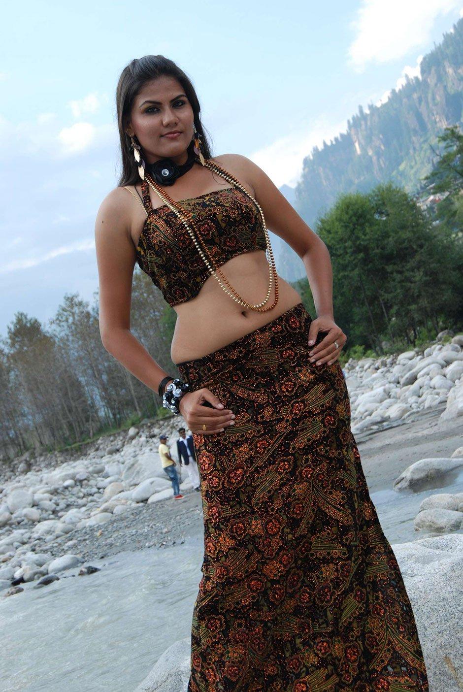 Tamil Actress Soundarya Hot Stills In Yarathu Movie -1515