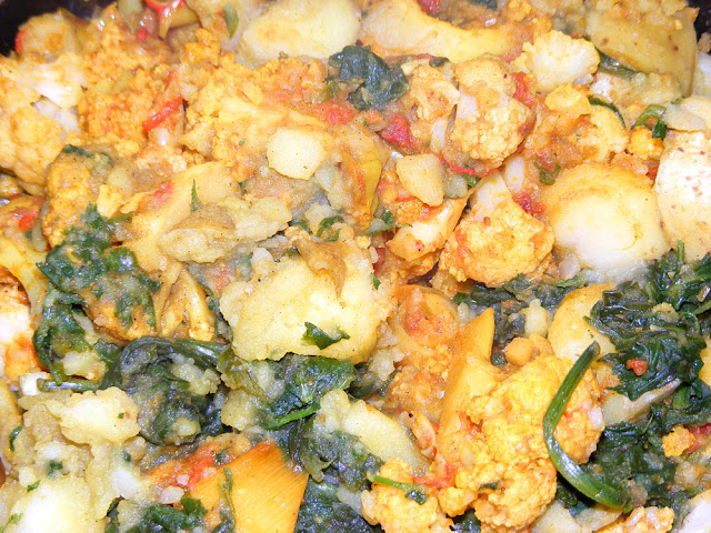Aloo gobi saag (potato, cauliflower and spinach curry). Cooked and photographed by Susan Walter.