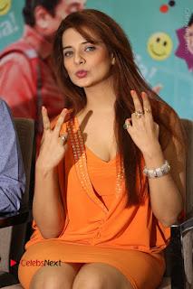 Actress Saloni Aswani Pos in Short Dress at Meelo Evaru Koteeswarudu Movie Interview  0143.JPG