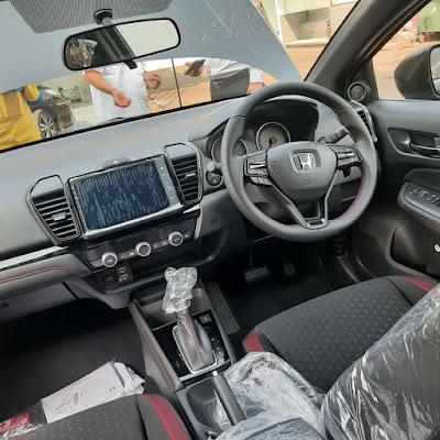 Interior Honda City Hatchback Tampil Menawan Dengan Audio 8 Inch
