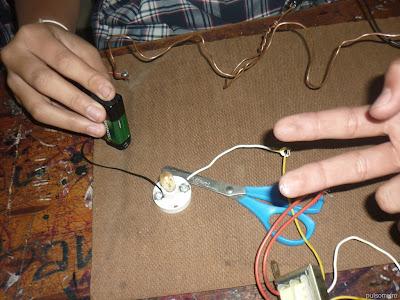 El alambre del pulsometro se debe de retorcer bastante para aumentar la dificultad de la prueba
