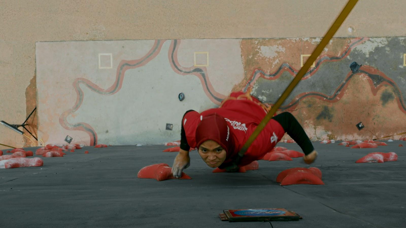 Film 6,9 Detik: Kisah perjuangan atlet panjat tebing nasional Aries Susanti Rahayu sejak skil hingga menjadi juara dunia.