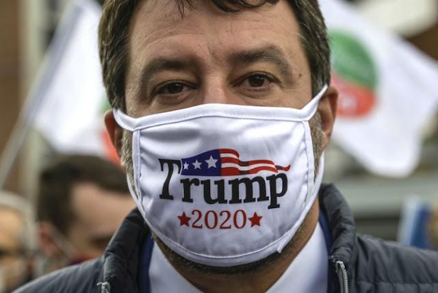 Salvini con la mascherina di Trump