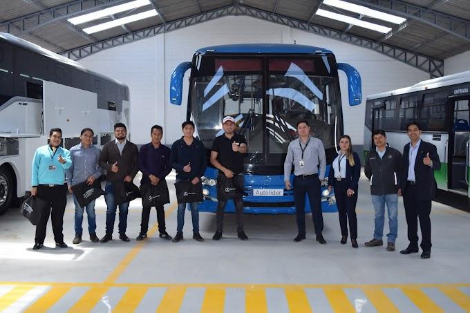 Representantes de Autolider Ecuador se reúnen con busólogos ecuatorianos