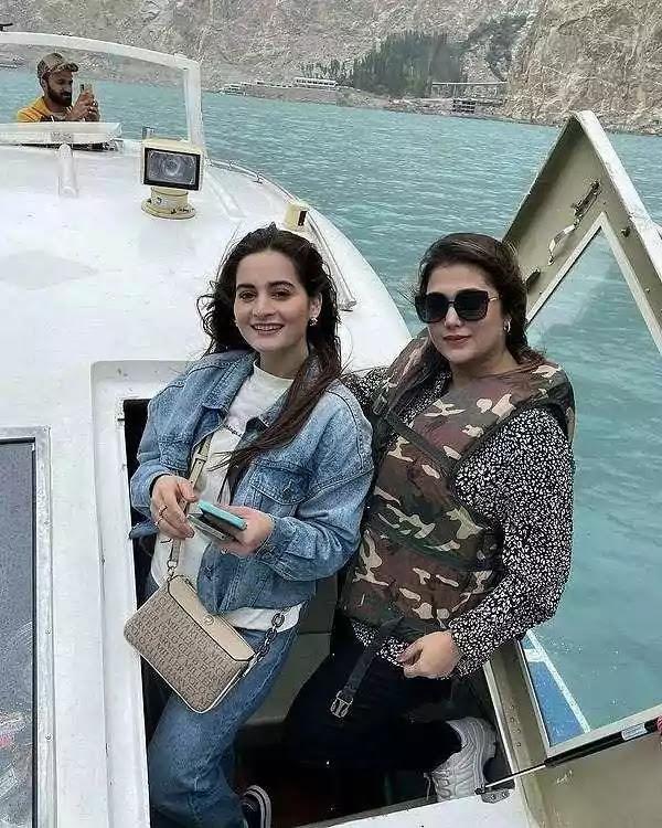 Beautiful Pictures of Aiman Khan With Her Jethani Fariya Junaid