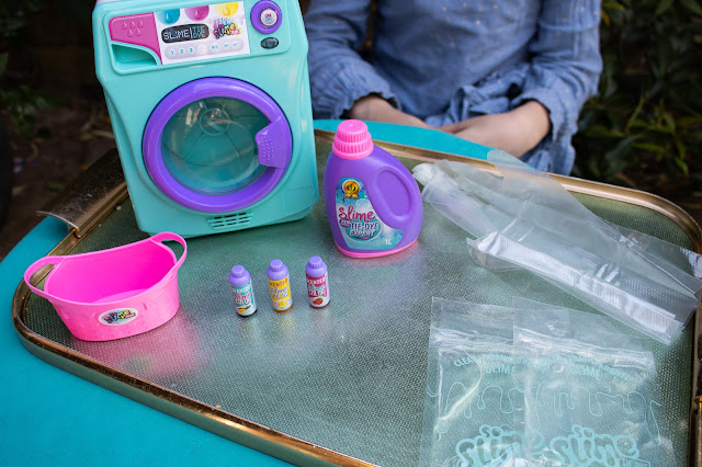 The Tie-Dye Slime Machine comes with 2 sachets of slime, gloves, 3 coloured inks, a basket, slime storage tub and the slime machine which looks like a washing machine