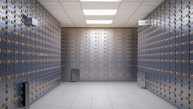 Μετρητά, κοσμήματα, λίρες και άλλα αντικείμενα αξίας εκατομμυρίων εκαναν φτερά από θυρίδες τράπεζας