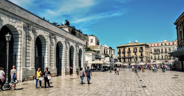 Tour pela Piazza del Ferrarese em Bari