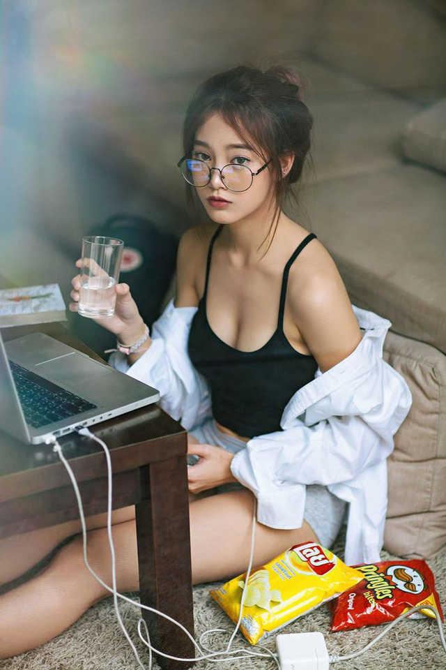 """Nóng bỏng với """"hot girl đồng phục"""" Thái Lan - vừa ngây thơ mà lại gợi cảm"""