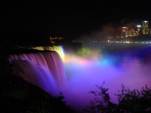 Air Terjun Niagara Waktu Malam Hari
