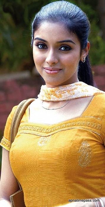 M Kumaran So Mahalakshmi OnLy AcTrEsS: Asin Pho...