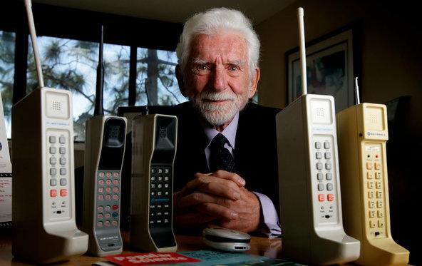 """أول شركة أنتجت هاتف """"محمول"""" في التاريخ"""