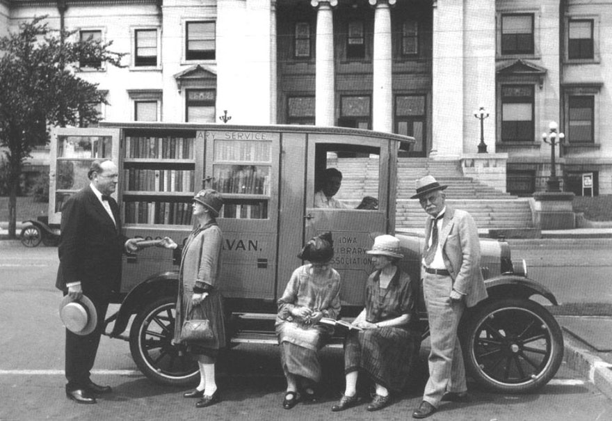 Before Amazon, We Had Bookmobiles 15+ Rare Photos Of Libraries-On-Wheels - Book Caravan In Iowa, C.1927