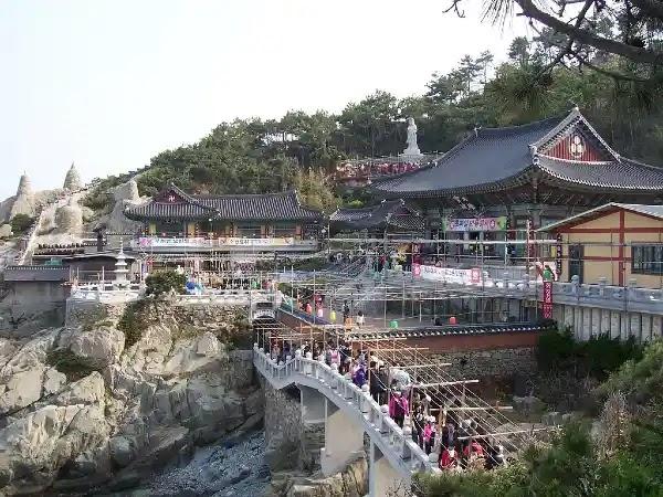 Things to Do in Busan : Haedong Yonggungsa Temple