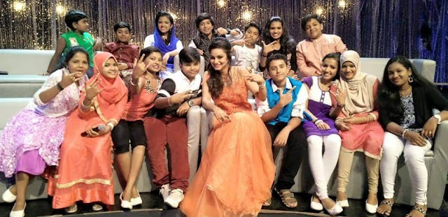 Mylanchi little Champions  contestants with host Lekshi Menon