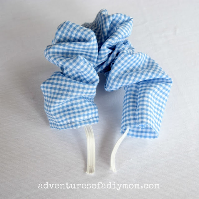 threading elastic through scrunchie