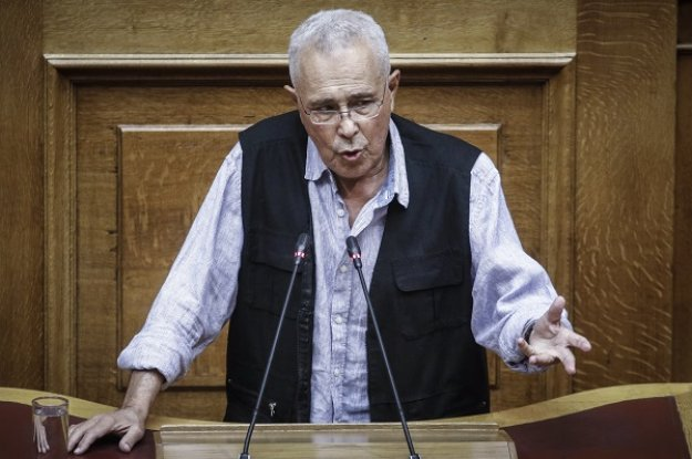 Ζουράρις: Πολιτική ευθύνη έχει και ο λαός