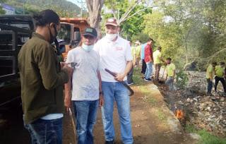 Bank NTB Syariah Gandeng DLH Gelar Aksi Gotong Royong dan Penanaman Bunga di Taman Amahami