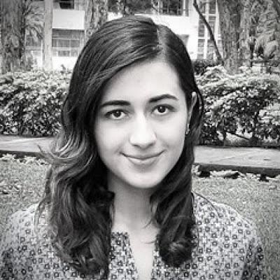 fotografía de la escritora Lucía Aguilar Balsells