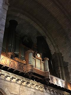 Magnificent huge organ in Sacré Cœur in Paris
