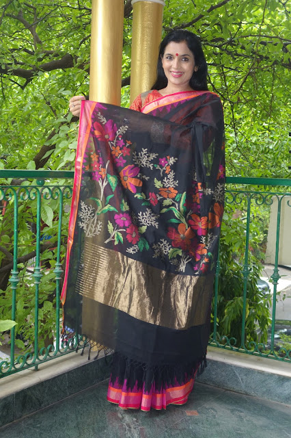 Buy Black Jamdani Ponduru Charkha Khadi saree from Sohum Sutras