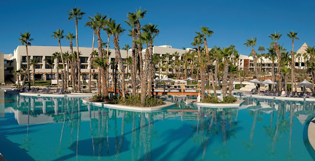 The Paradisus Los Cabos is an all inclusive resort located in Los Cabos, in a beautiful cove on the Zafiro coast and surrounded by a spectacular golf course.