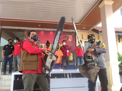 Polisi Tangkap Pelaku Ilegal Loging di BengkalisPolisi Tangkap Pelaku Ilegal Loging di Bengkalis