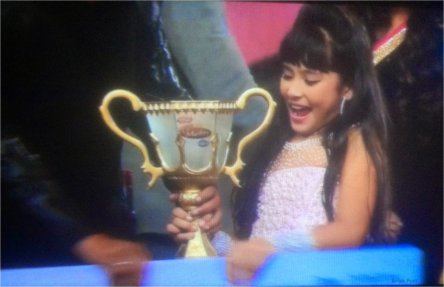 Teria holding the trophy of DID Little Masters 2014 Season 3!