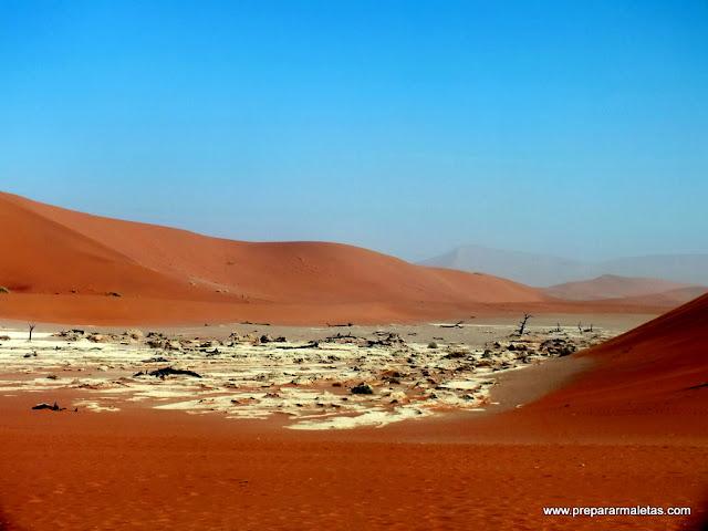 lagos en el desierto de namibia