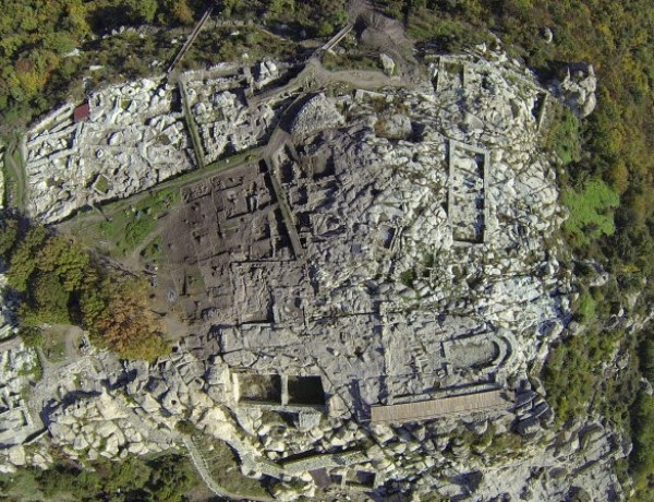 More than 80 late Byzantine tombs found at Perperikon