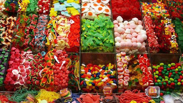 البسكويت والحلوى المعلبة