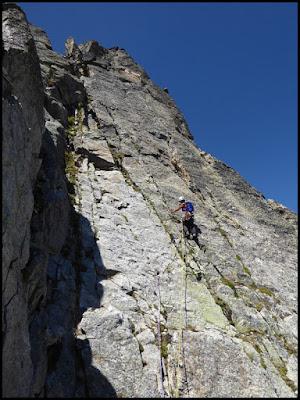 Escalando el noveno largo de Adishatz al Spijeoles